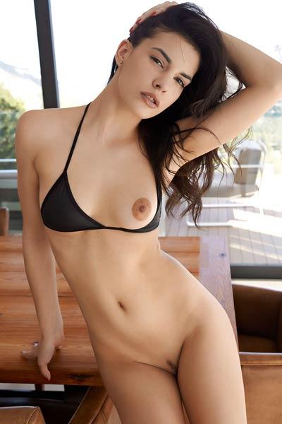 Model Candice Luka in Neomi