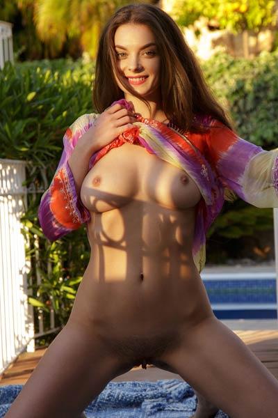 Model Veronika Glam in Tenna