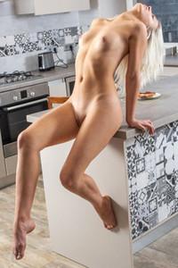 Model Leaya in Nude Brunch
