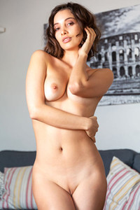 Model Calypso in Undressing