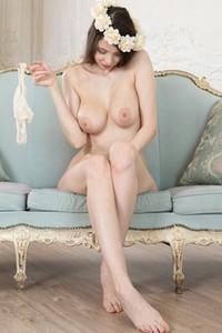 Model Suok in Presenting Suok